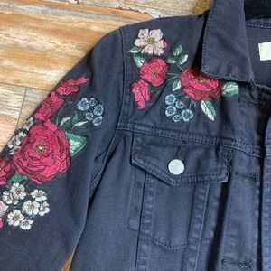 Black floral embroidered denim jacket!